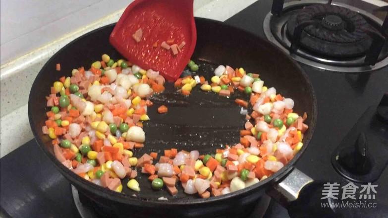 菠萝海鲜焗饭的简单做法