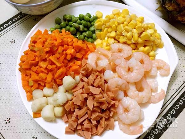 菠萝海鲜焗饭的家常做法