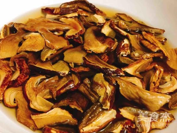 砂锅牛肝菌焖土鸡的做法大全