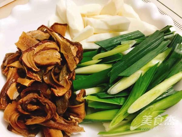 砂锅牛肝菌焖土鸡的家常做法
