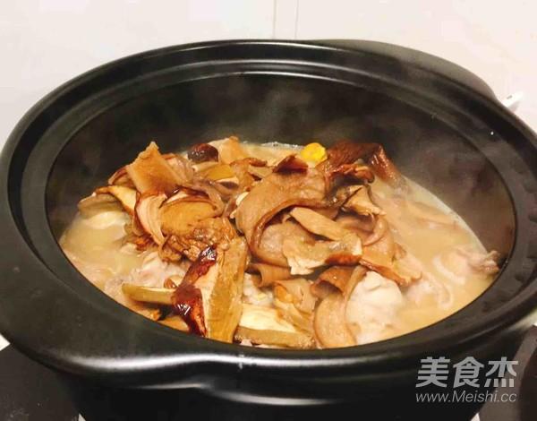 砂锅牛肝菌焖土鸡怎么炒