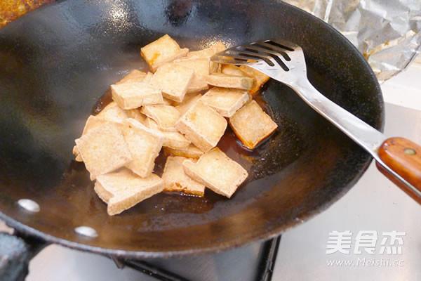 老干妈煎豆腐怎么做