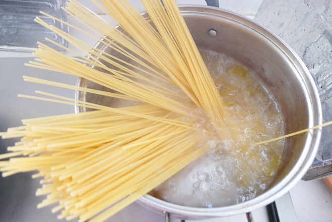 橄榄油蒜香意面的做法大全