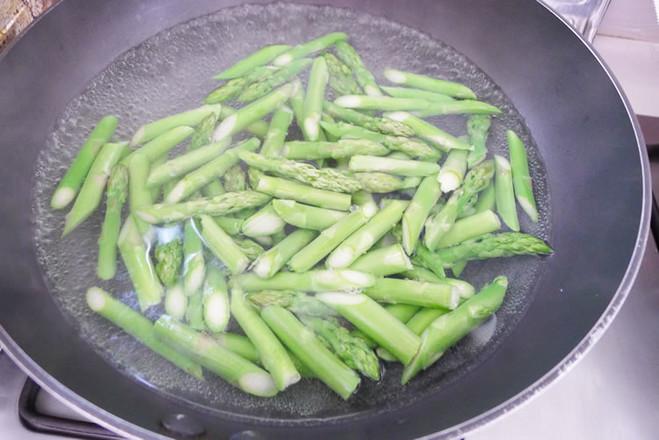 黑椒芦笋三文鱼柳的家常做法