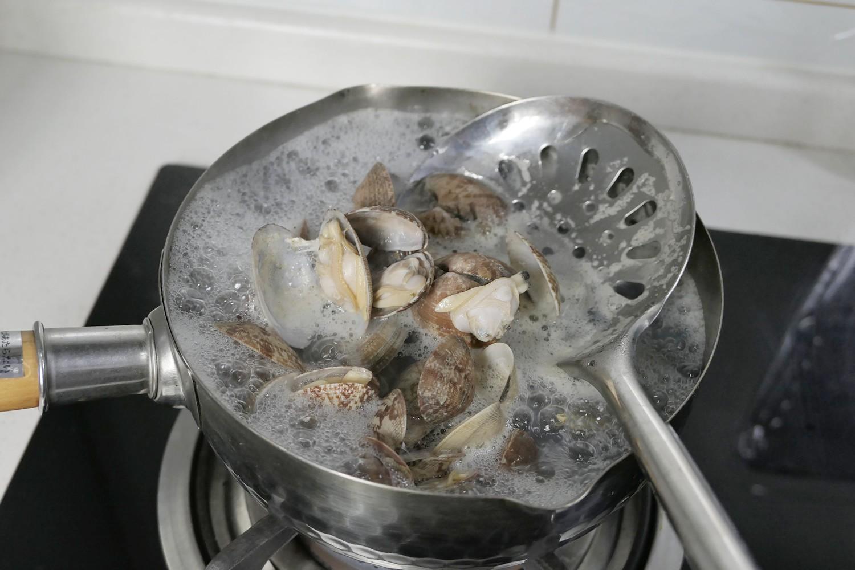 花甲鲜虾焗粉丝的步骤