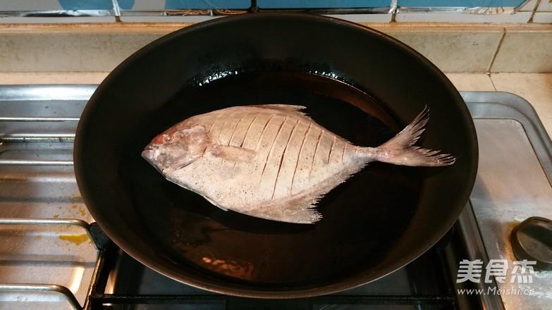 煎鱼不破皮的简单方法怎么煸