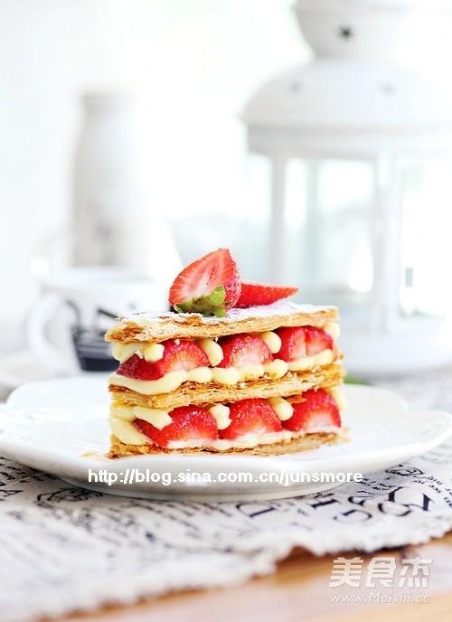 草莓拿破仑酥成品图