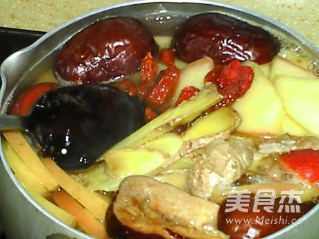 姜枣山楂苹果汤的步骤