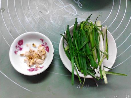 海味胡萝卜炒方便面的简单做法