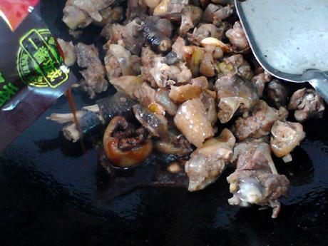 【团团圆圆】小鸡炖蘑菇怎么炒