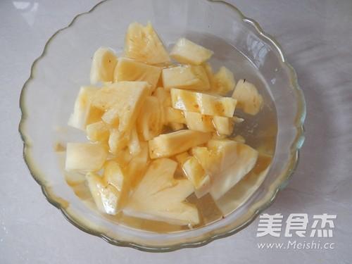菠萝焖排骨的家常做法