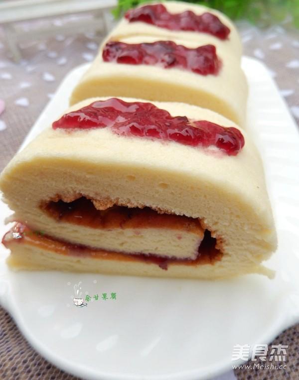 蓝莓果酱蛋糕卷成品图