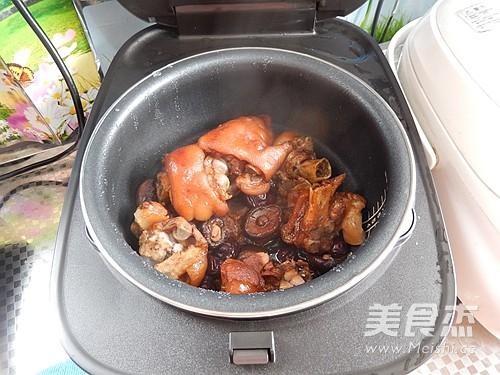 香菇焖猪蹄怎么煸