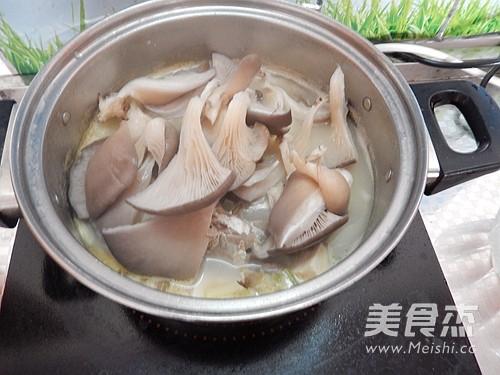 平菇豆腐鱼汤怎么做