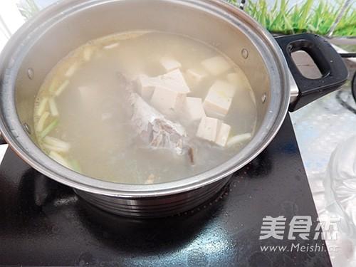 平菇豆腐鱼汤怎么吃
