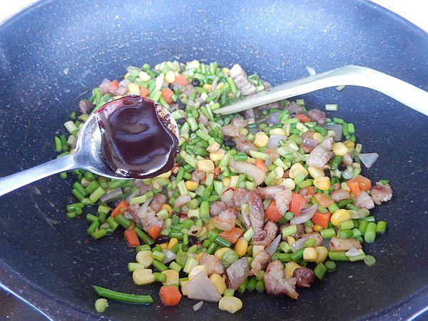 彩蔬肉末炒蒜苔怎么炒