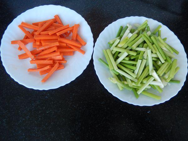 胡萝卜蒜苔炒肉的做法图解