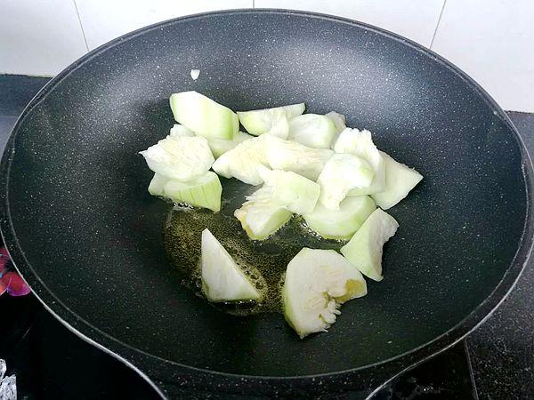 丝瓜蛋汤泡馓子的简单做法