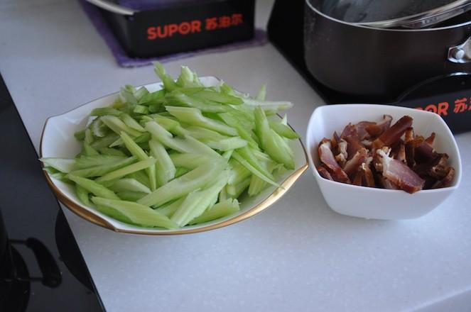 地方特色腊肉炒芹菜的做法图解