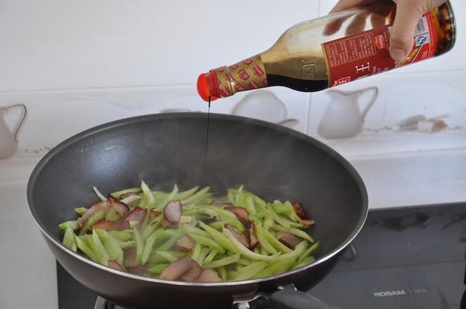地方特色腊肉炒芹菜怎么做
