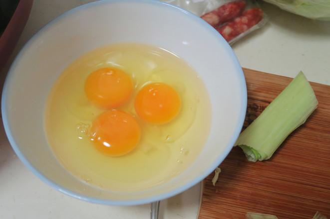 家常版鸡蛋香肠炒饼丝的简单做法