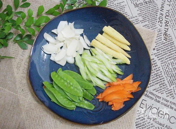 7点早餐 一道五彩时蔬,因为这个食材还能养心安神,润肺止咳的做法大全