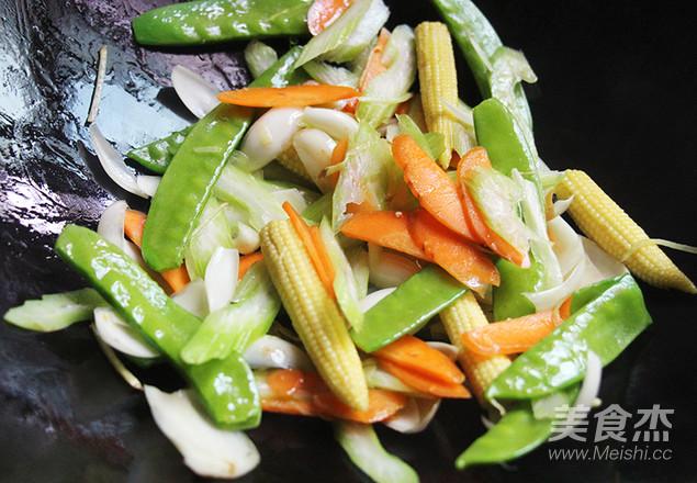 7点早餐 一道五彩时蔬,因为这个食材还能养心安神,润肺止咳的家常做法