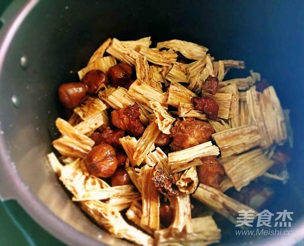 板栗腐竹红烧肉怎么做