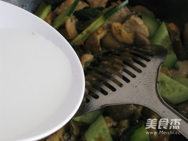 肉片炒鲜蘑的制作