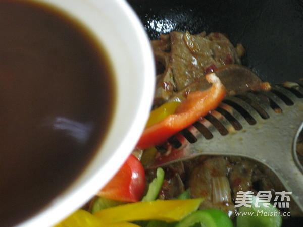 三椒炒猪肝的制作方法
