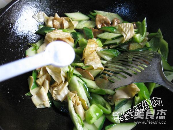 黄瓜柿子椒炒油豆皮怎么煮