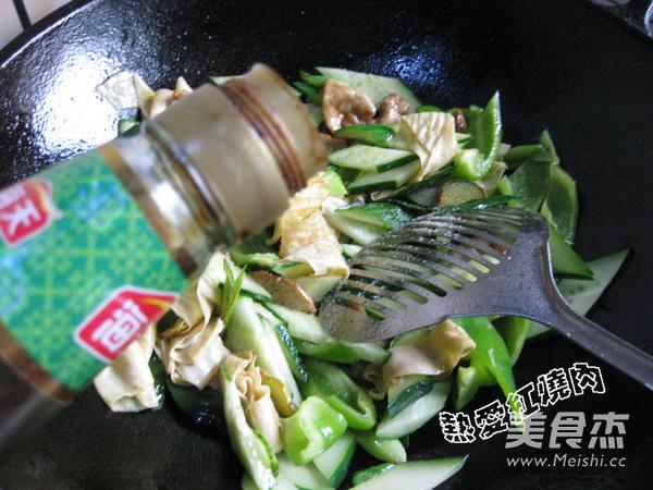黄瓜柿子椒炒油豆皮怎么炖