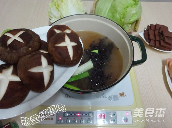 浓汤宝菌菇火锅怎样煸