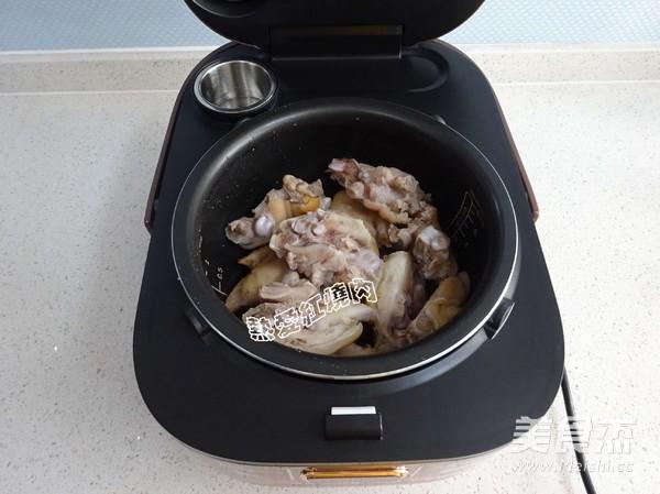花生炖猪蹄怎么煮