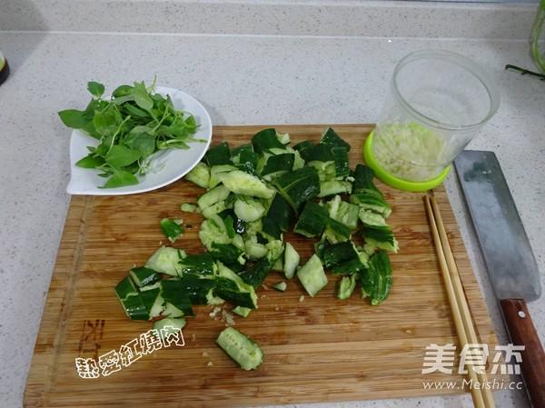 荆芥拌黄瓜的做法图解