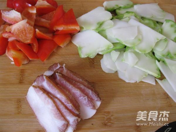 彩椒榨菜头炒腊肉的做法图解
