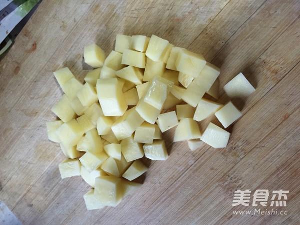 咖喱猪肉蛋包饭的家常做法