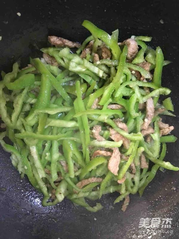 尖椒炒肉丝怎么炒