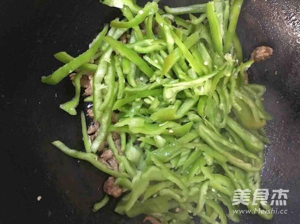 尖椒炒肉丝怎么做