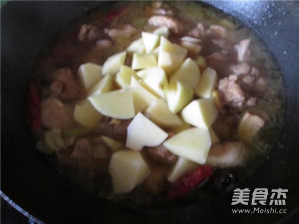 红烧啤酒鸭炖土豆的制作方法