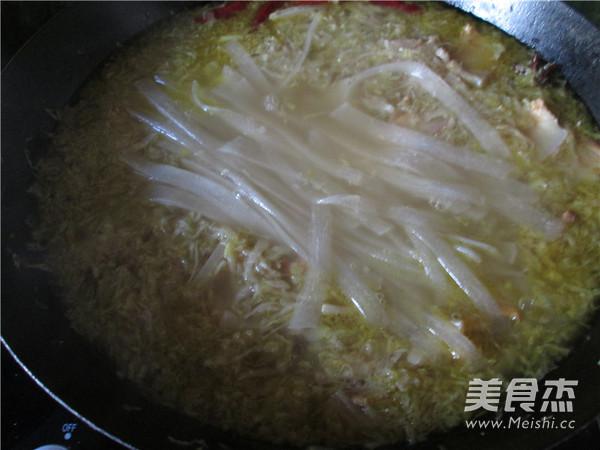 五花肉酸菜炖粉条的制作