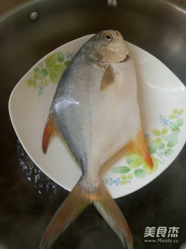 清蒸金鲳鱼怎么吃
