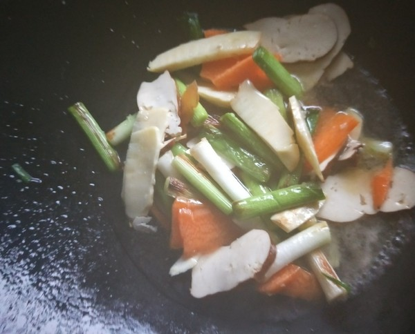 香干笋片炒大蒜苗怎么煮