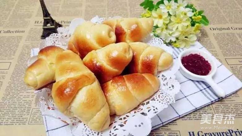 娃和大人的活力早餐吃点啥?香气扑鼻的黄油面包卷!成品图
