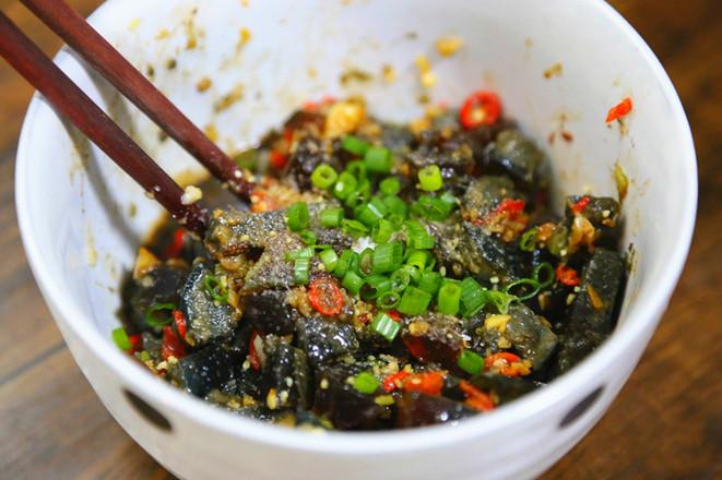 莲藕花生排骨鸡爪汤+酒酿南瓜+皮蛋豆腐的制作