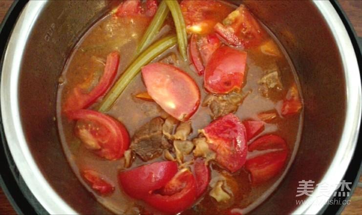 西红柿炖牛腩怎么煸