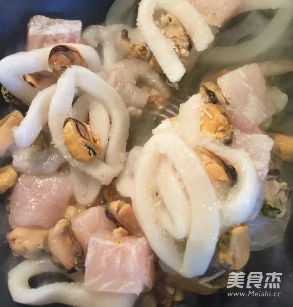 海鲜意面Seafood Pasta的简单做法