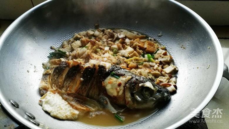 香菇豆腐闷草鱼怎么做