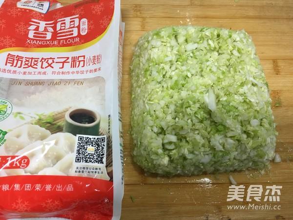 香雪面粉蒸烫面猪肉白菜大饺子的简单做法