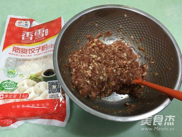 香雪面粉蒸烫面猪肉白菜大饺子怎么做